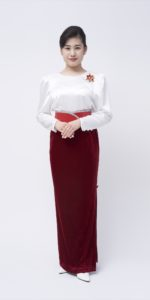 白ブラウス×赤スカート