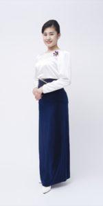 白ブラウス×紺スカート